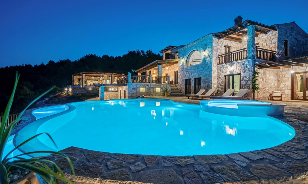 Can foreigners buy a property in Greece?